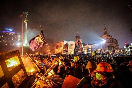 На Майдані триває «перемир'я»: чути постріли і вибухи петард
