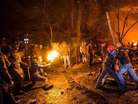 Майдан терміново потребує вогнегасників та порожніх пляшок