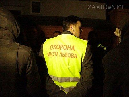 У Львові загони Самооборони не дали спалити «Епіцентр»
