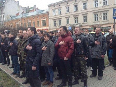 Львів'яни масово вступають у загони самооборони відео