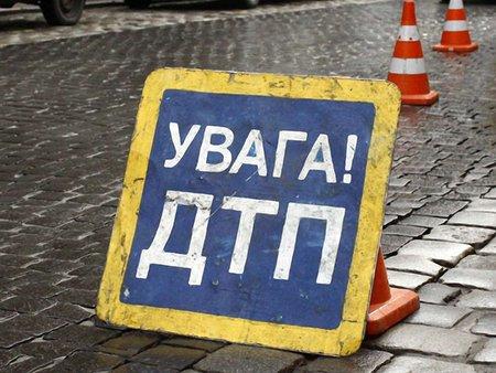 На трасі Київ-Чоп легковик в'їхав у вантажівку: 2 людей загинули