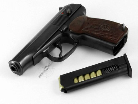 У Львові почали здавати зброю, захоплену в міліції