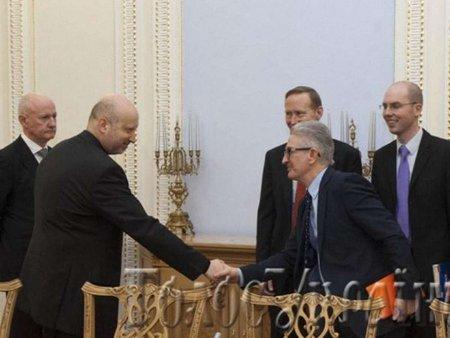 Турчинов обговорив ситуацію в Україні з послами ООН