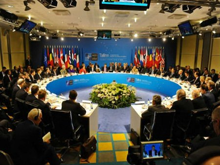 НАТО припиняє військову співпрацю з Росією