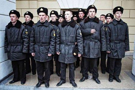 Українських курсантів вже третю годину не випускають з Криму
