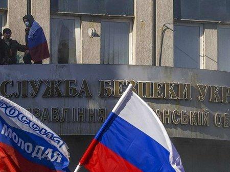 У Луганську сепаратисти зміцнюють барикади навколо СБУ