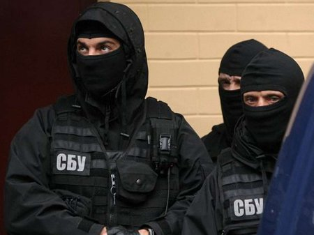 На Херсонщині СБУ затримала росіянку-шпигунку і диверсанта