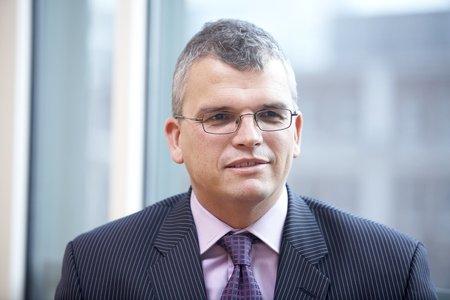 Девальвація гривні може збільшити держборг України, - експерт