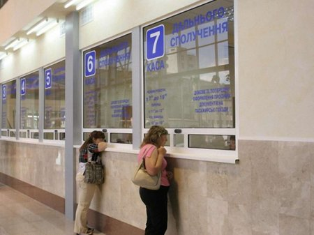 «Укрзалізниця» призупиняє попередній продаж квитків до Криму