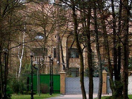 Серед перших держоб'єктів на продаж – дачі Януковича і Ющенка
