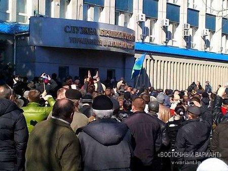 Сепаратисти в Луганську вимагають проголосити народну республіку
