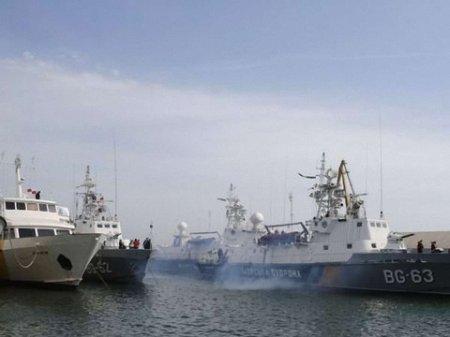 Перші два кораблі вже повернулися з Криму на материк