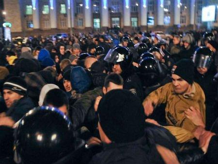 МВС закликає не виводити бойовиків на вулиці, бо буде жорстка реакція