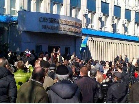 У Луганську тривають два мітинги: за Росію і за Україну (відео)