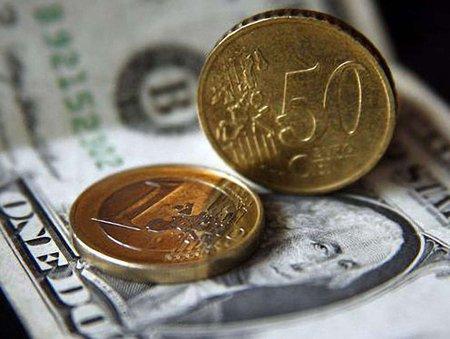На міжбанку долар подешевшав на 15 копійок