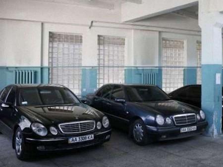 Кабмін виставив на аукціон 73 автомобілі