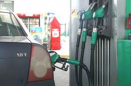 На львівських АЗС вартість бензину А95 сягнула 16 грн/л