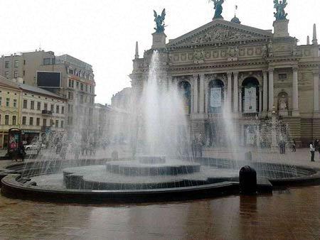 Фонтан біля Оперного театру у Львові запрацює до кінця тижня
