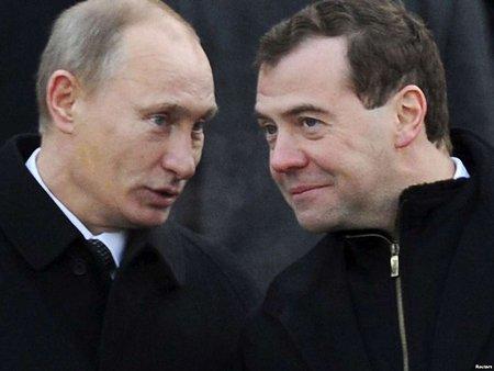 Путін майже втричі підвищив зарплату собі і Медведєву