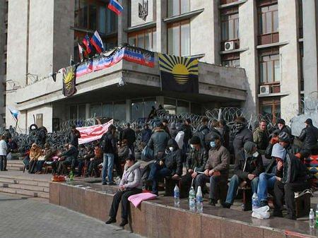 Озброєні сепаратисти захопили Донецьку міськраду