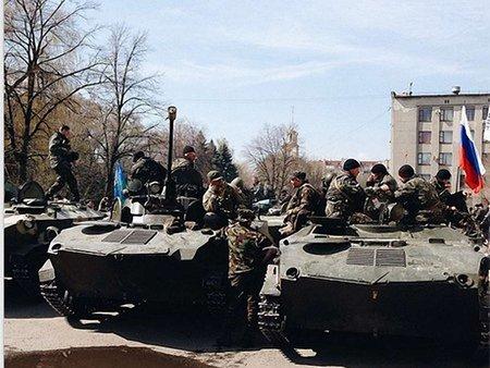 У Краматорську помічено БМП з російськими прапорами (відео)