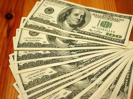 Долар на міжбанку подешевшав на 35 копійок у продажу