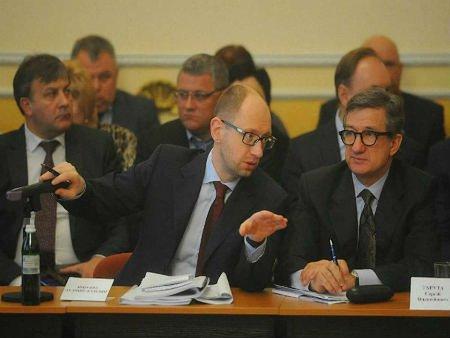Яценюк не вірить в успіх переговорів у Женеві
