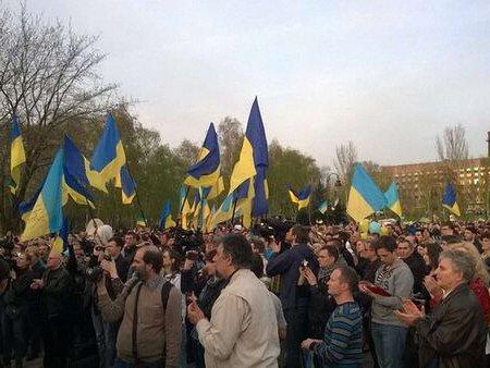 У Донецьку і Краматорську тривають мітинги за єдину Україну