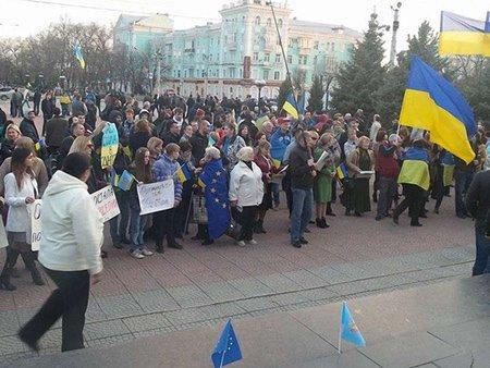 На Луганщині проросійські активісти розігнали мітинг «за єдність»