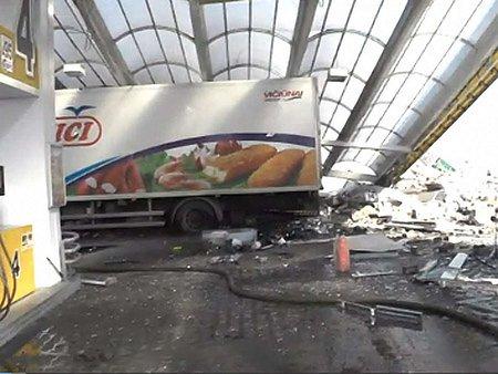 На Київщині стався вибух на АЗС: є жертви (відео)