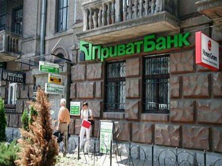 ПриватБанк заявив про рейдерське захоплення своїх відділень у Криму