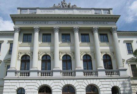 Працівники Львівської політехніки зібрали 300 тис. грн військовим