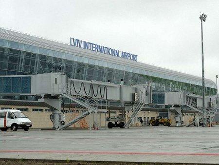 Львівський аеропорт веде переговори з найбільшим лоукостом Європи