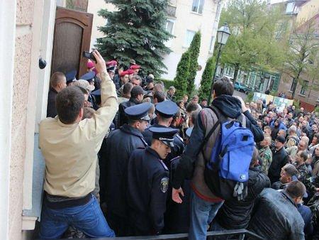 У Тернополі противники мера штурмували міськраду