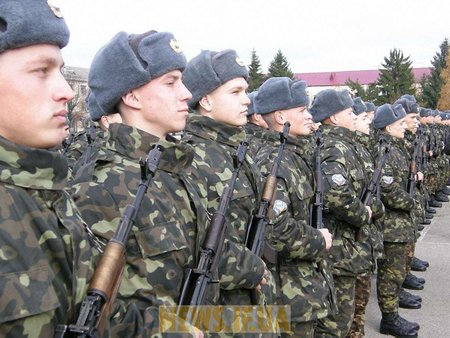 В армію можуть повернути строковиків - Міноборони