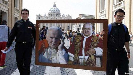 Папа Франциск канонізував понтифіків Івана Павла ІІ та Івана ХХІІІ