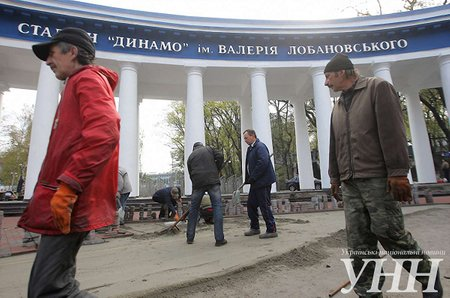 Порошенко і динамівці відновлюють вулицю Грушевського