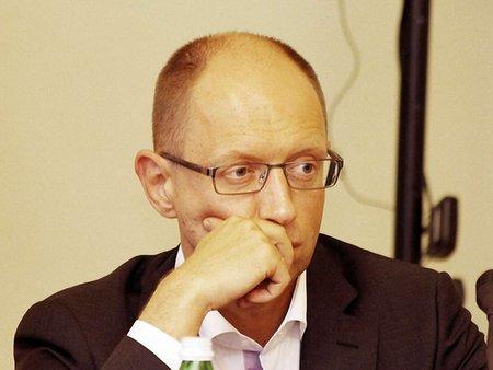 Нову Конституцію треба прийняти до виборів президента, – Яценюк