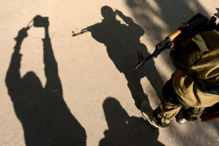 Терористи захопили Луганську прокуратуру та прямий ефір
