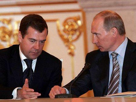 Путін та Медведєв 9 травня планують провести в Криму