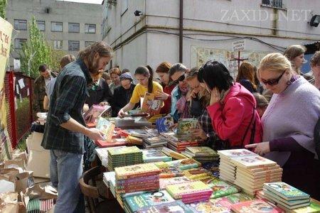 У Львові з розпродажу книг зібрали 15 тис. грн на майданчик