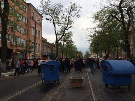 В Одесі проросійські активісти штурмують управління міліції