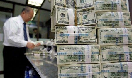 Курс долара сягнув 12 грн. Євро наближається до 17 гривень
