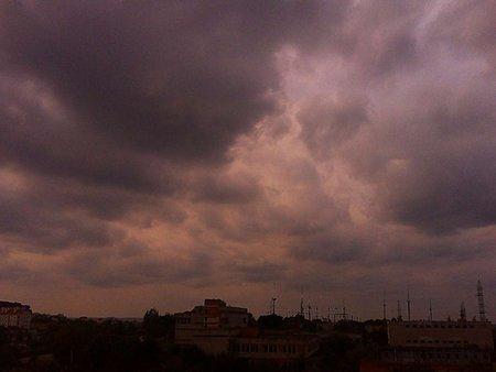 До кінця тижня на Львівщині обіцяють сильні дощі та град