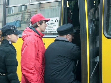 Львів'яни продовжують скаржитися на хамство водіїв маршруток