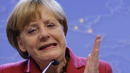 Меркель: Цілісність України важливіша для світу, ніж російські кораблі біля Австралії