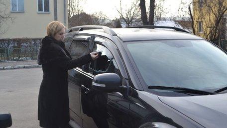 Невідомі вкрали гроші й документи з автівки мера Рави-Руської