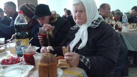 Понад 450 злиденних людей пригостили великоднім сніданком у Львові
