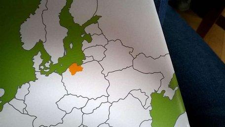 У польському урядовому буклеті надрукували карту розділеної України
