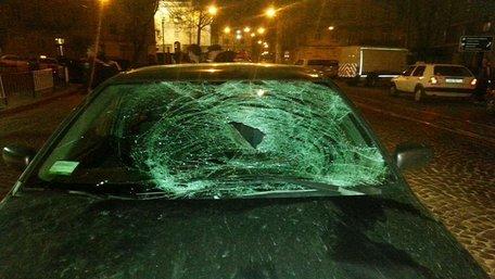 Вночі у центрі Львова водій Mitsubishi збив 20-річного хлопця